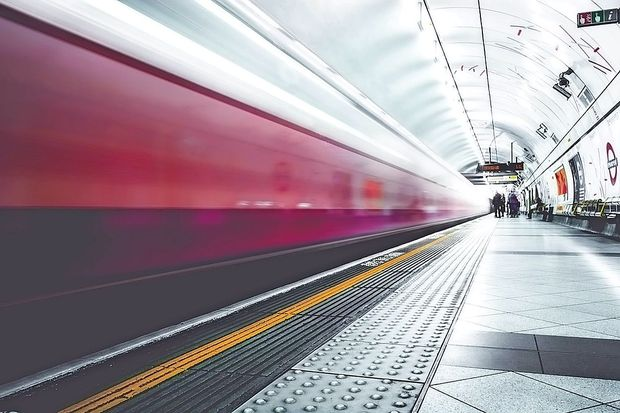 Hitri vlak v Hongkongu čas potovanja skrajšal za več kot tri četrtine