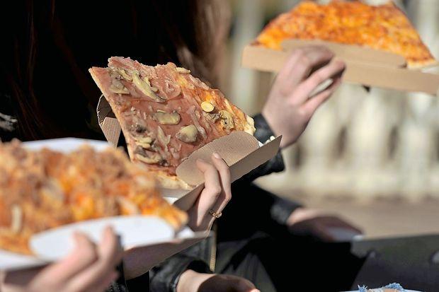 Pozen večerni obrok vendarle ne škoduje zdravju