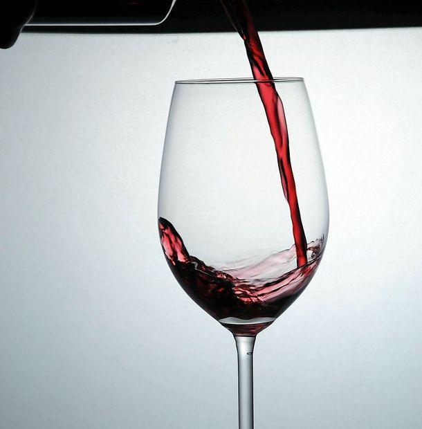 Steklenico francoskega vina prodali za rekordnih 558.000 dolarjev