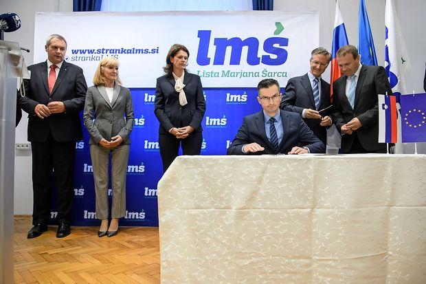 Koalicijski partnerji z manjšinskima poslancema podpisali sporazum o sodelovanju