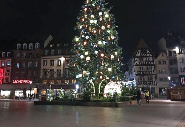 Tožilstvo streljanje v Strasbourgu označilo za teroristični napad