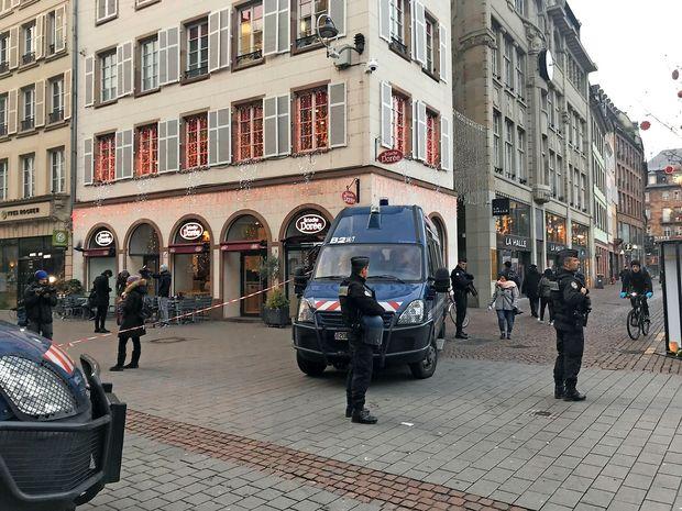 Še vedno iščejo moškega ki je streljal v Strasbourgu