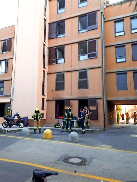V Livadah je požar uničil stanovanje