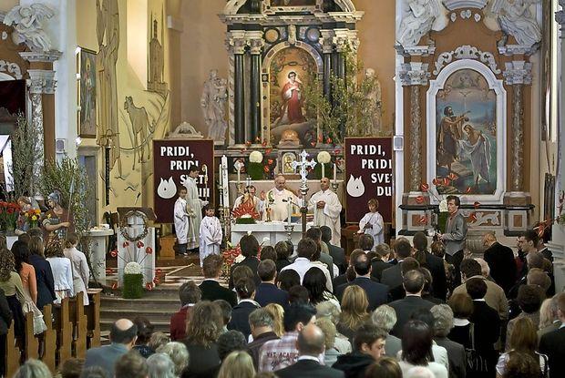 Neznanec vlomil v solkansko cerkev
