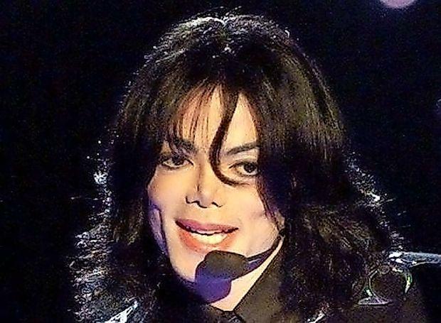 Film o Michaelu Jacksonu razburja podolgem in počez
