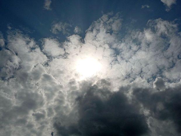 Danes se bo na zahodu pooblačilo, jutri prihaja dež