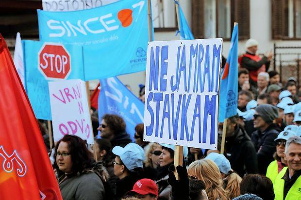 Sindikati javnega sektorja vlado pozivajo k nadaljevanju pogajanj