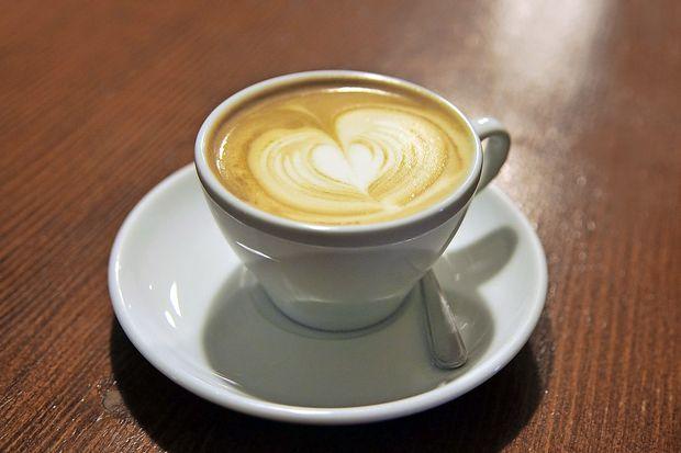 Kofein med nosečnostjo povzroča prekomerno težo otroka
