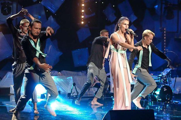 Lea Sirk s svojo glasbo osvaja nagrado za nagrado