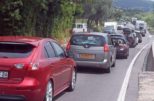 Gost promet z zastoji in čakanje na mejnih prehodih