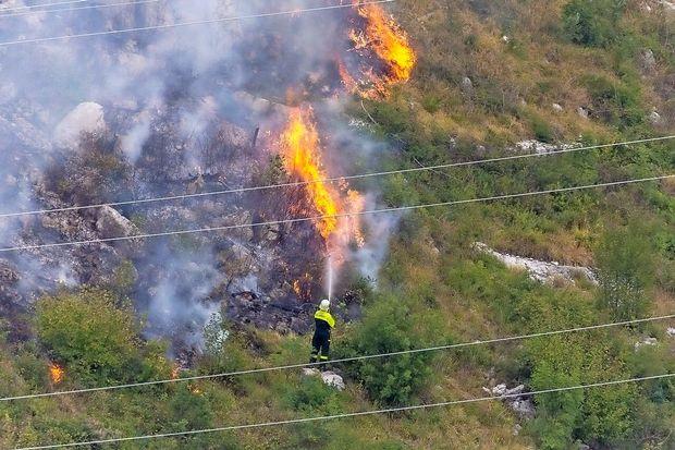 Gasilcem po nekaj urah uspelo omejiti požar