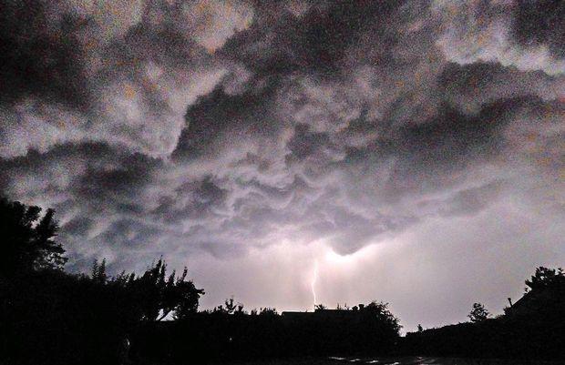 V petek nevihte