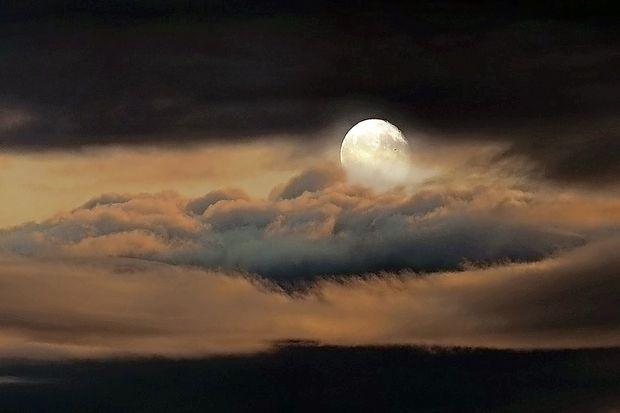 Teden polne lune bo dramatičen