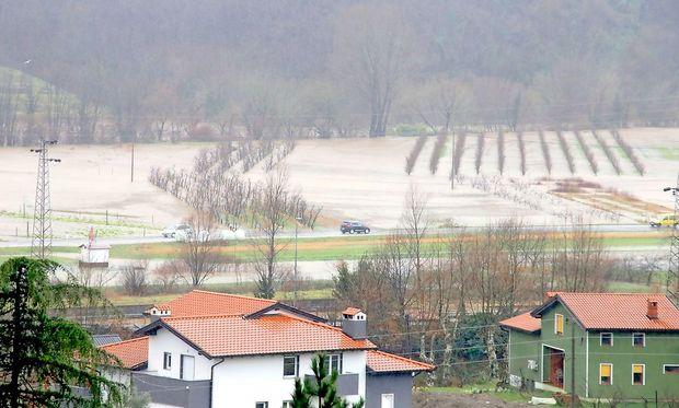 Reke bodo še poplavljale