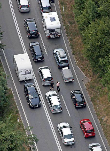 Gneča na cestah in mejnih prehodih s Hrvaško