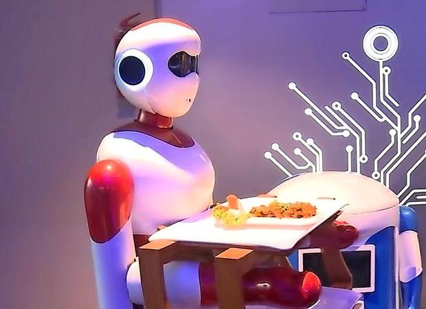 V nepalski restavraciji prvi robotski natakarji