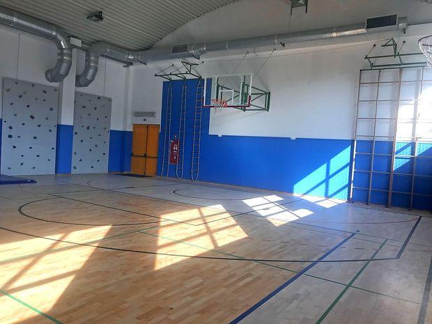 Nov športni parket v telovadnici Osnovne šole Dante Alighieri