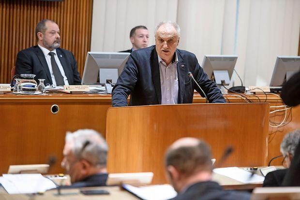 Državni svet z vetom nad novelo zakona o izvrševanju proračuna