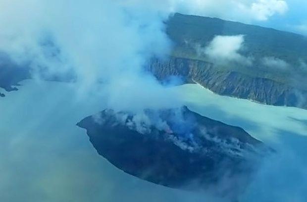 Vanuatu iz strahu pred vulkanom znova evakuiral celoten otok