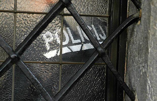 Kriminalisti opravljajo hišne preiskave zaradi suma davčne zatajitve