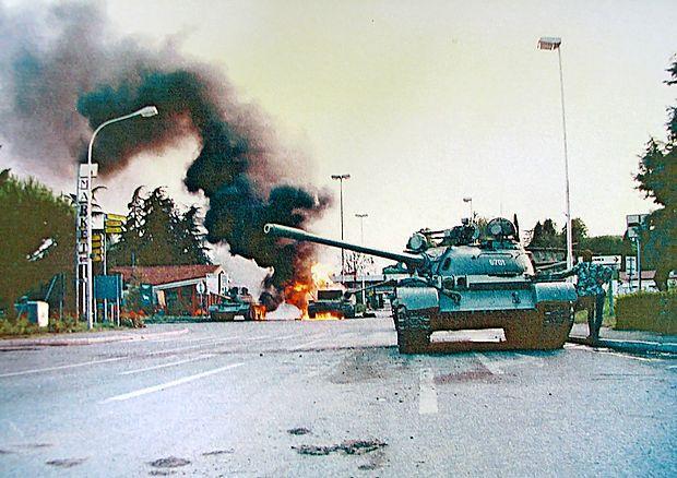 Pred ljudmi je zgorel tank