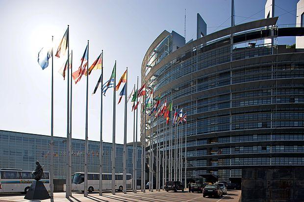 V Evropskem parlamentu kritični do držav glede boja proti davčnim utajam