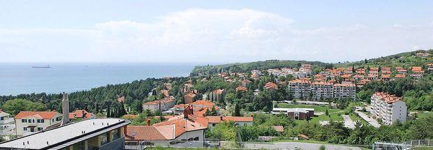 Protikandidata Strmčniku očitata počasnost pri razvoju občine