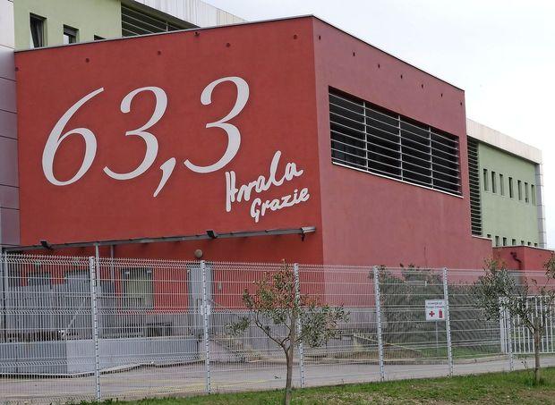 Prebarvali bodo število 63,3 na steni OŠ Koper