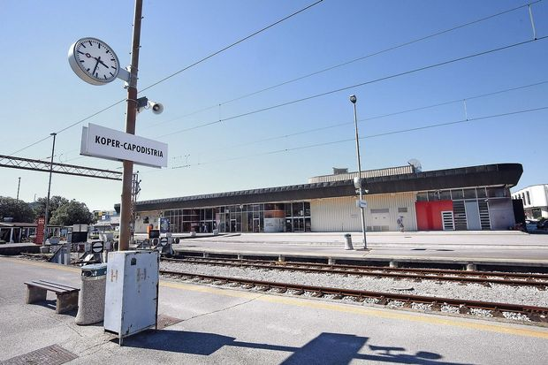 Obnovili bodo avtobusno in železniško postajo
