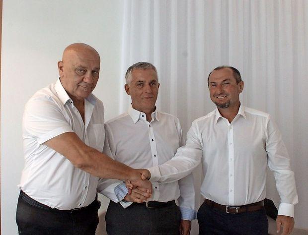 Trije možje v belem v boj za piranske volilce
