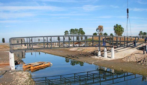 Nameščajo most med koprskim parkom in odbojkarskimi igrišči