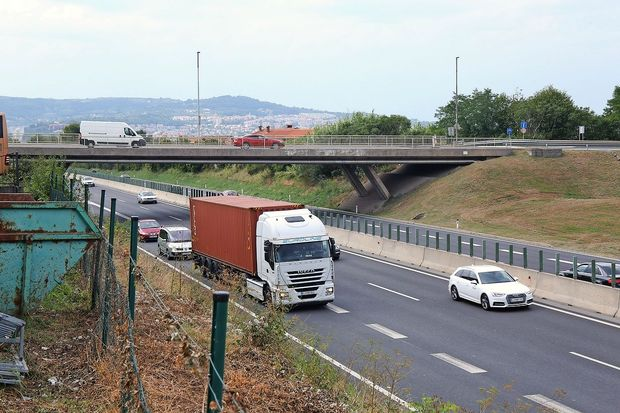 Med obnovo nadvoza Bertoki raje po stari cesti