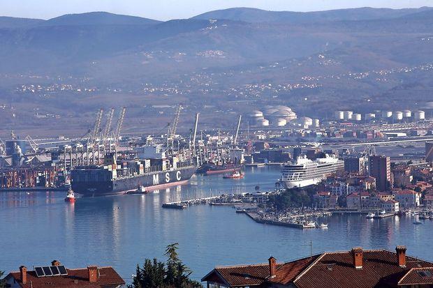S kakšnimi ukrepi bi županski kandidati olajšali življenje prebivalcev ob pristanišču?