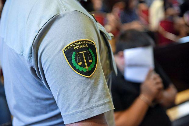 Na Primorskem iščejo enajst pravosodnih policistov