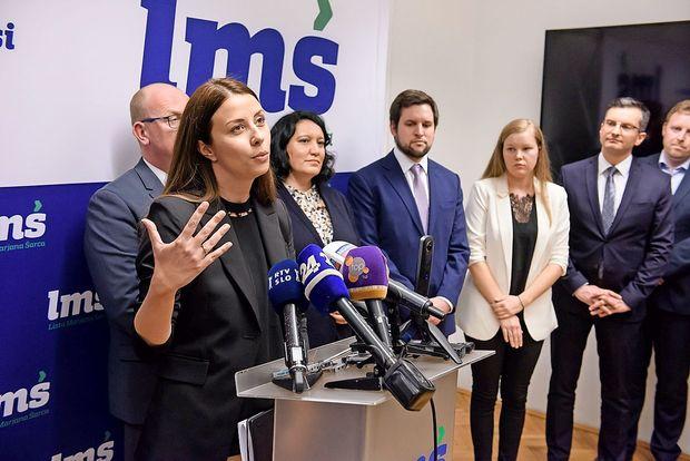 Zakaj politične stranke h kandidaturi na volitvah vabijo novinarje?