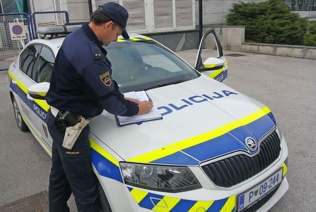 Pogajanja so zastala, zato se policijska stavka zaostruje