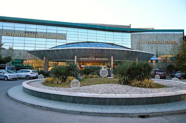 Hoteli Bernardin tožijo Vojniča za 50.000 evrov