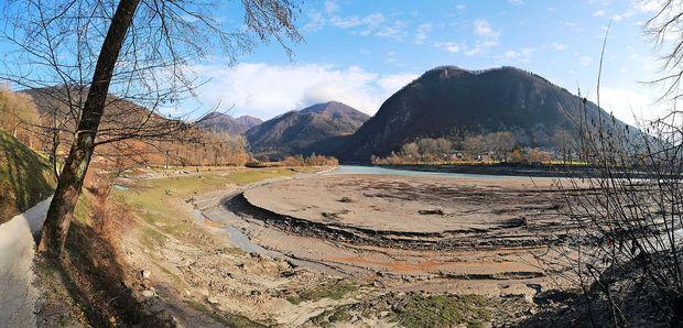 Jezero je razkrilo svoje drobovje