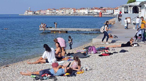 Temperatura morja še nekaj dni nad 20 stopinj Celzija