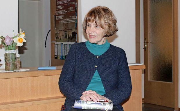 "Jasna Čebron: ""Literatura mora med ljudi"""