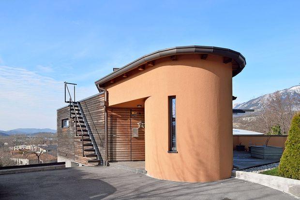 Hiša na pant - ajdovska posebnica