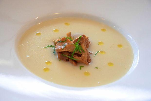 RECEPT: Jabolčna kremna juha z lisičkami