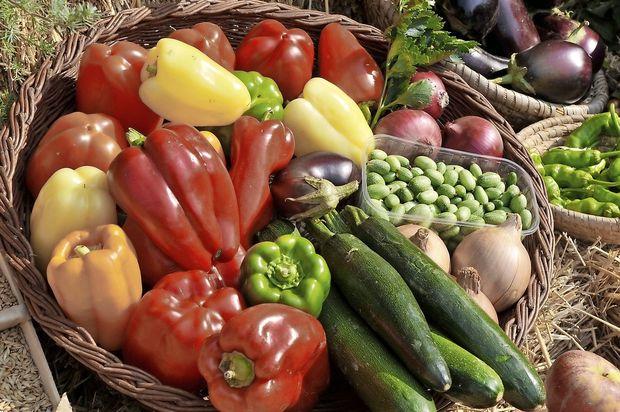 Sadje in zelenjava povezana z manj težavami zaradi menopavze