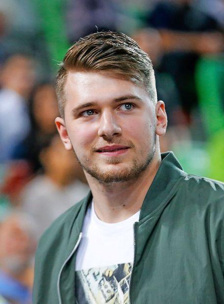 Luka Dončić košarko igra z nasmehom