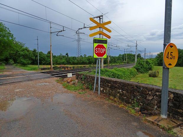 Svetlobni znak pred nevarnim prehodom