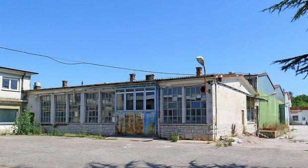 Prodali so še zadnje hale Alukomna