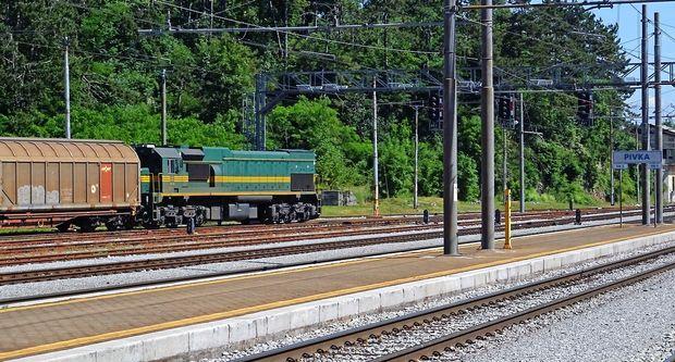 Dizelske lokomotive in piski kratijo spanec