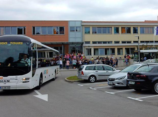 Kjer ni avtobusa, občina vrne stroške staršem