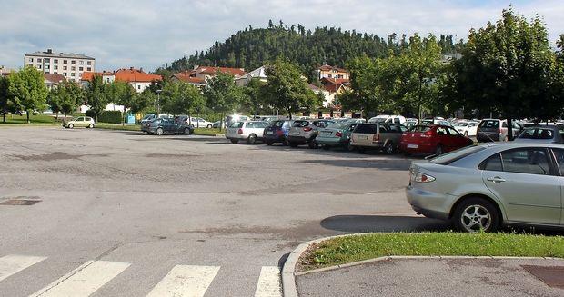 Parkirišče ni več zagrajeno
