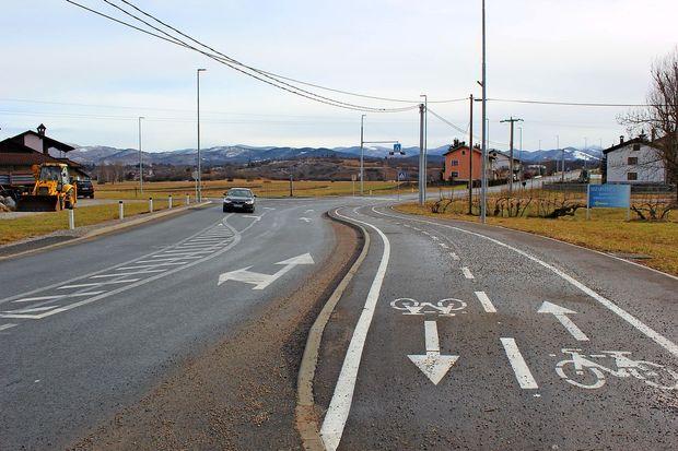 Komaj prenovljeno cesto bi morali popraviti